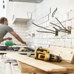 Amenajare interior – lavabilă, parchet, pereți, tavan, glafuri, sisteme prindere, corpuri iluminat, întrerupătoare, prize