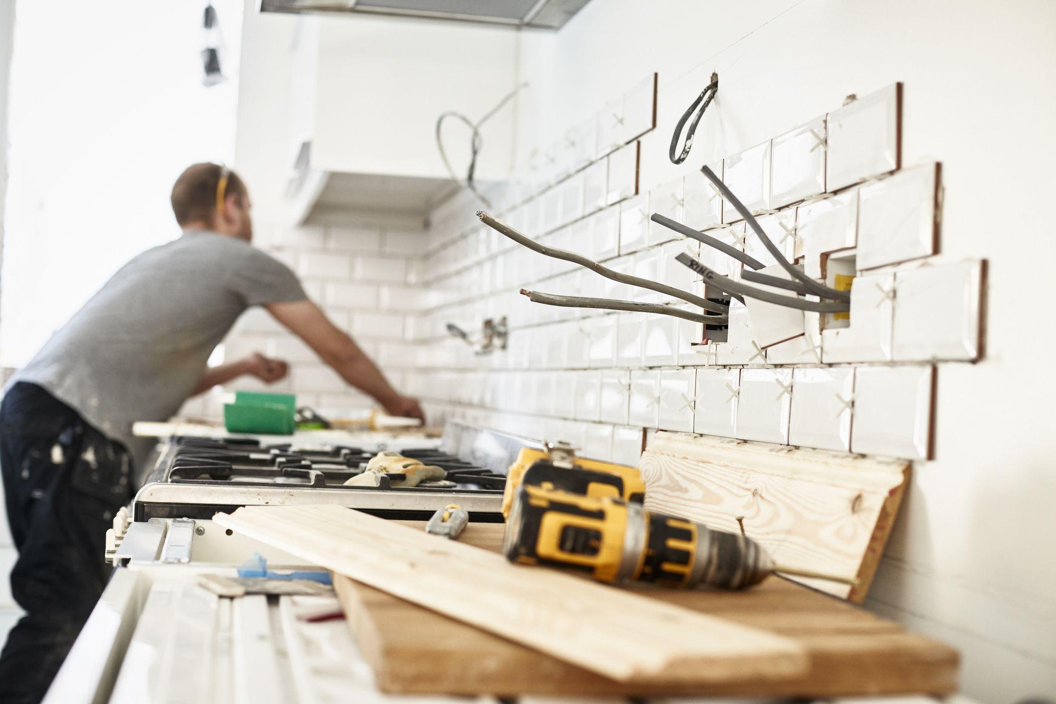 Gletuire și finisare pereți și tavane, aplicare amorsă specială și lavabilă