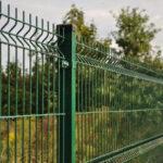 Montare garduri plasă bordurată